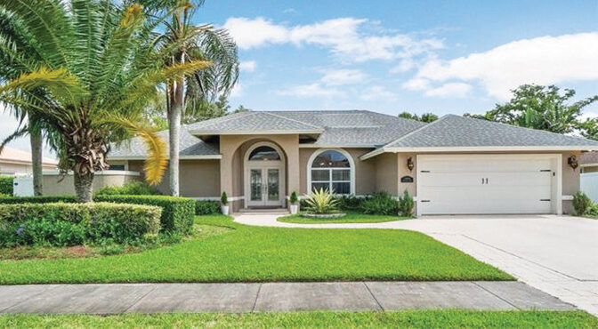 Spacious And Updated This Stunning Home In Wellington's Greenview Shores Community Includes More Than 2,000 Square Feet
